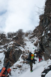 Обходим ледопад по кулуару