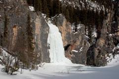 Ледопад, стекающий с вершины 2701.5